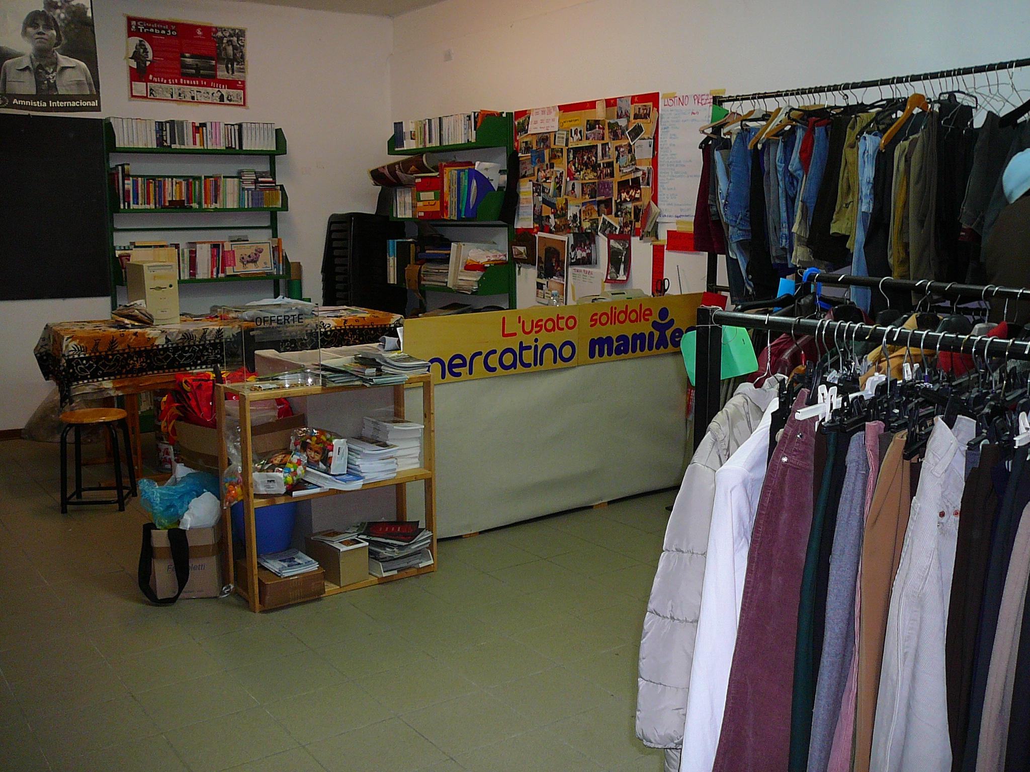 Completamente rinnovato il mercatino dell usato solidale manitese ciacci magazine - Mercatino dei mobili usati ...