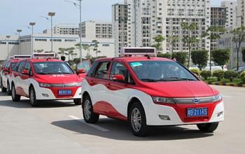 La flotta di taxi interamente elettrica più grande del mondo