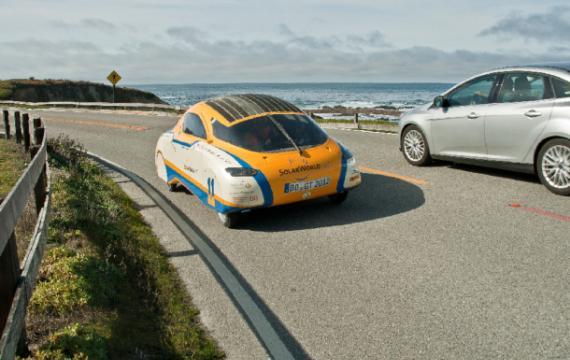 L'auto a energia solare che sta facendo il giro del mondo