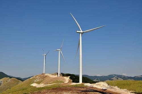 Rapporto Ue: in forte crescita eolico e solare