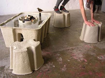 Dal cartone riciclato il miglior design: tavolo e sedie pratici ed ecologici