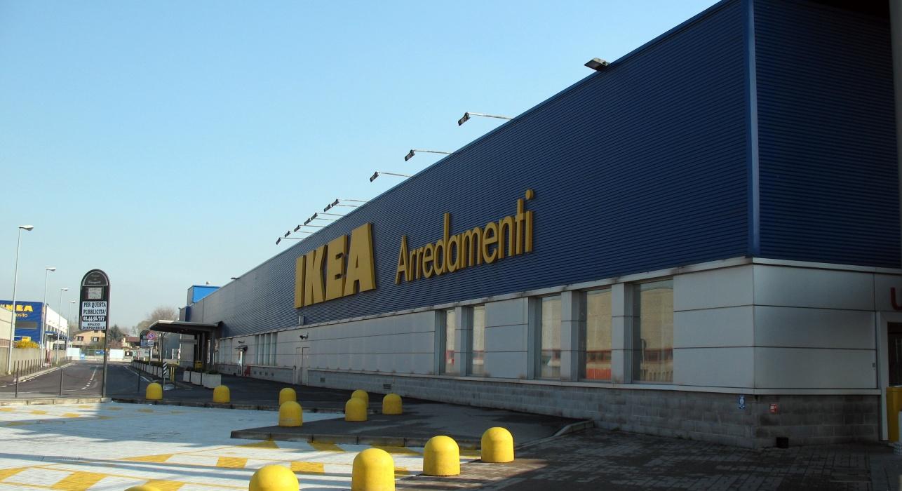 Sale la protesta contro la nuova Ikea a Pisa