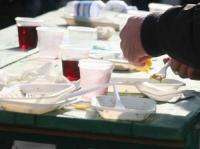 Piatti e bicchieri nella plastica dal 1° maggio, le indicazioni di Anci, Corepla e Conai