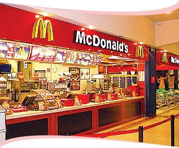 McDonald's, trovati vermi nelle alette di pollo
