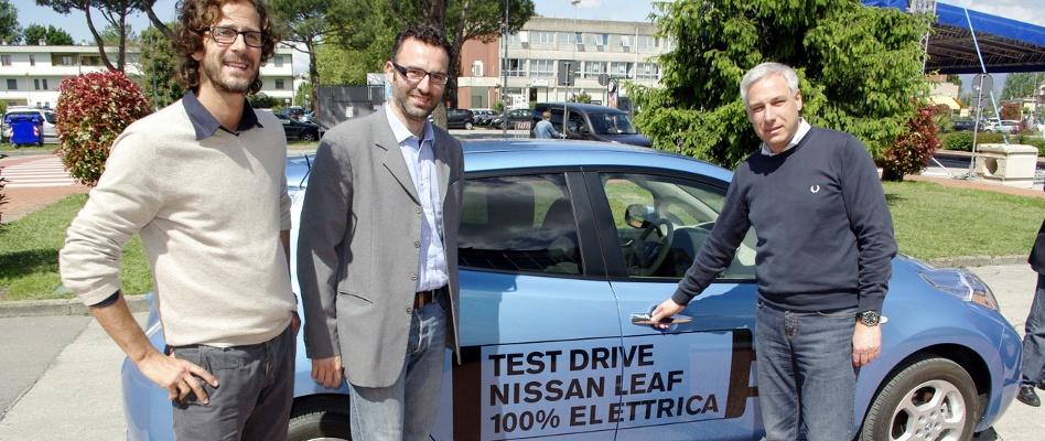 """La Nissan """"Leaf"""" elettrica per alcuni giorni a Capannori"""