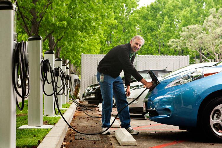 Decreto Sviluppo, obbligo colonnine di ricarica dei veicoli in nuovi edifici