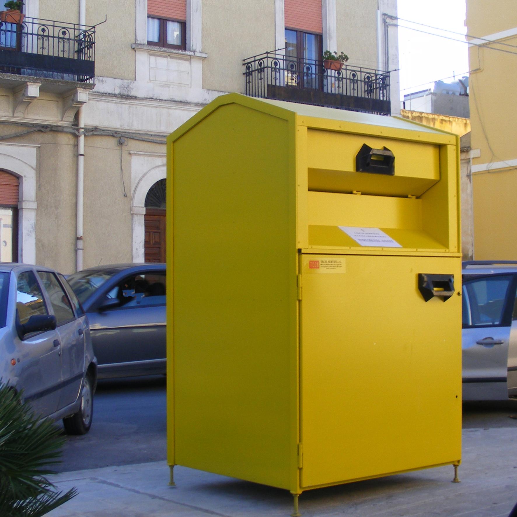 Abiti usati: nelle discariche un tesoro da 36 milioni di euro