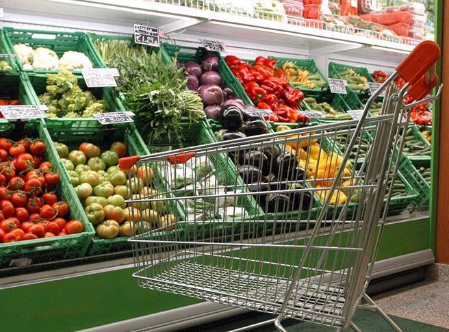 É legge: la Francia obbliga tutti i Supermercati a donare il cibo avanzato.