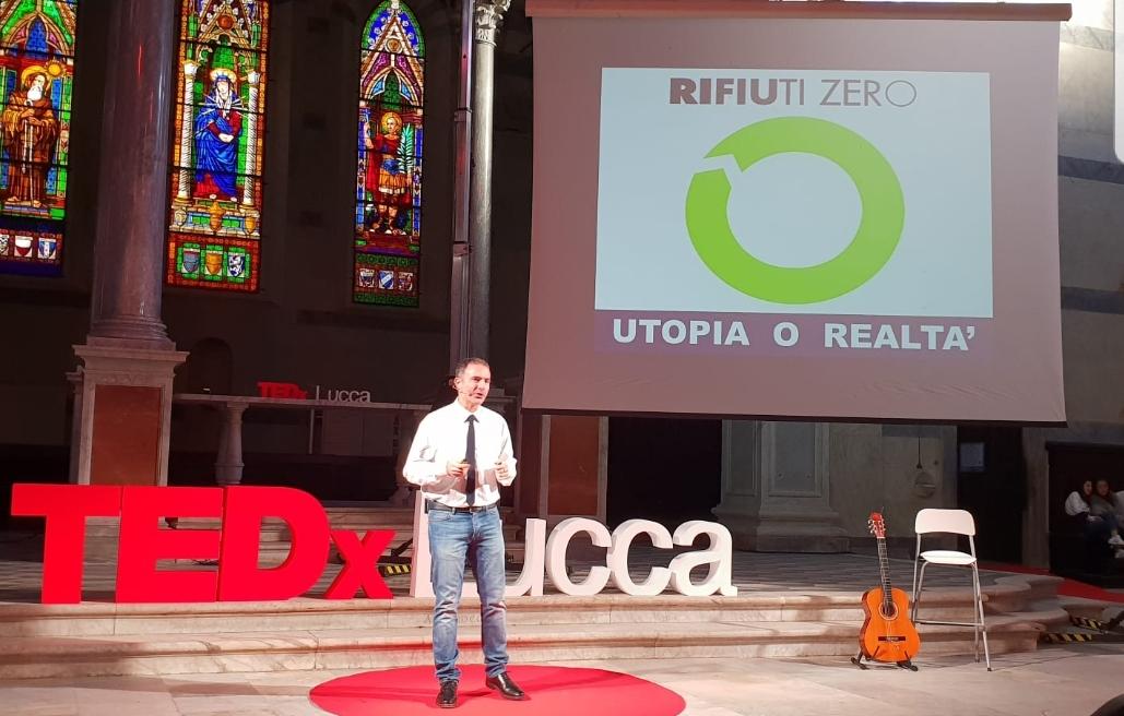 """Alessio Ciacci parla di """"Rifiuti Zero"""" al primo TedxLucca"""