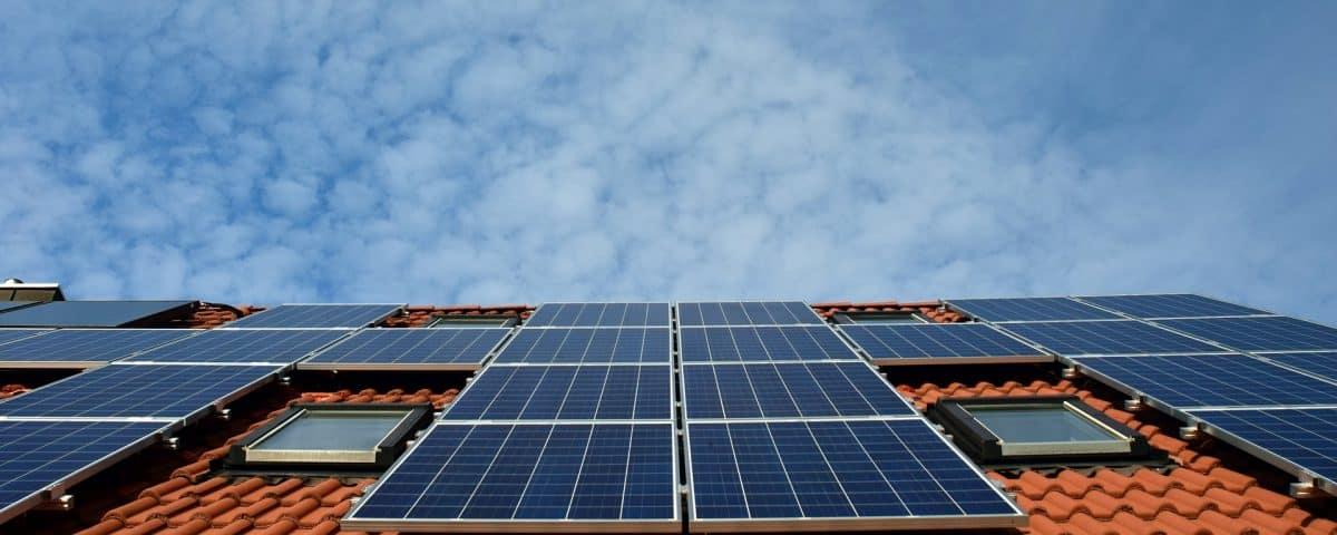 Per raggiungere gli obiettivi di transizione energetica, raddoppiare le energie rinnovabili
