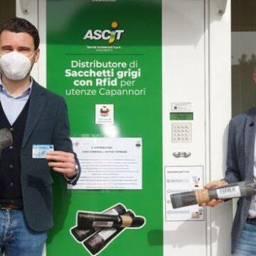 Ascit, in funzione il nuovo distributore automatico di sacchetti grigi
