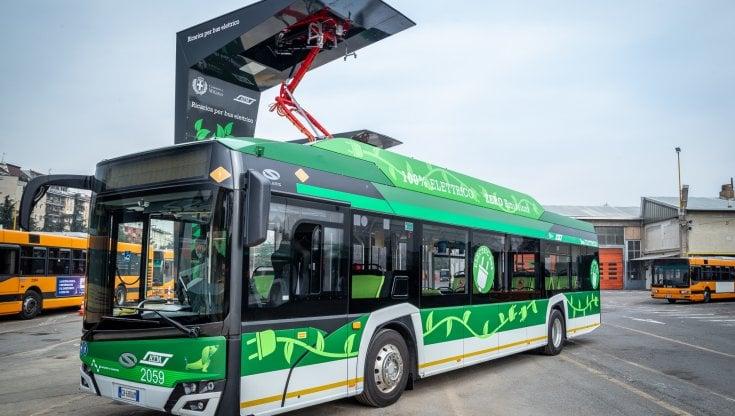 A Milano le prime postazioni Wi-fi in strada per ricaricare gli autobus elettrici